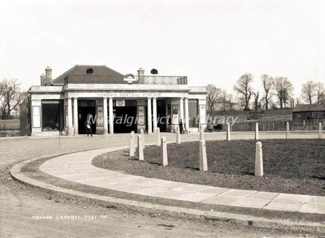 GN  441 HENDON STATION-2